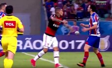 Jose Paolo Herrero (Flamengo, kairėje) ir Lucas Fonseca (Bahia)