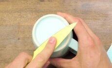 Peilį galima pagaląsti į puodelio kraštą
