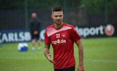 Lukas Spalvis vilki Kaiserslautern marškinėlius