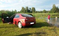 Per arti vandens telkinio pastatytas automobilis