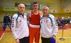 Lukas Petrauskas su treneriais (turnyro organizatorių nuotr.)