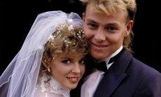 Kylie Minogue ir Jasonas Donovanas. 1987 m, filmuojant serialo Kaimynai vestuvių epizodą