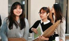 Kovo 11-ajai skirtame renginyje užsienio šalių studentai užgrojo lietuviškomis kanklėmis