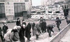 Moterys stato barikadą  Balčugo gatvėje Maskvoje. 1941 m. ruduo