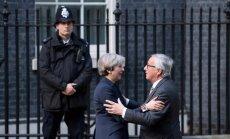 Theresa May ir Jeanas-Claude'as Junckeris