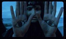 Kadras iš filmo Ant sidabrinio gaublio