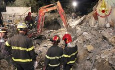 Italijoje netoli pietinio Neapolio miesto sugriuvo dalis keturaukščio namo