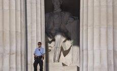 Vandalai pasityčiojo iš Linkolno memorialo Vašingtone