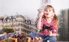 Mergaitė Paryžiuje