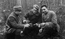 Černigovo–Voluinės junginio vadai poilsio metu. 1943 m.