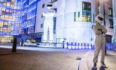 Prie BBC ofiso pastatyta Stigo skulptūra
