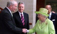 Martinas McGuinnessas ir karalienė Elžbieta II
