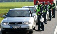 2014 06 25 Kelių policija tikrina vairuotojų blaivumą Panevėžio rajone @DELFI (R. Achmedovo nuotr.)