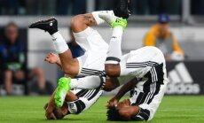 Juventus talentas Paulo Dybala švenčia įvartį su Juanu Cuadrado