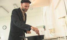 Gardžiai apskrudinti kavos pupeles turint kantrybės galima ir keptuvėje