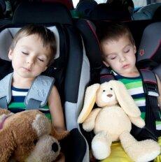 Kelionės su mažais vaikais – už ar prieš