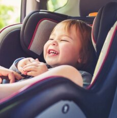 Patarimai, kaip išsirinkti patikimą automobilinę kėdutę