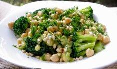 Brokolių salotos su avinžirniais ir riešutais