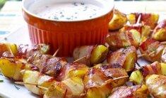 Užkandėlė: bulvės su šonine ir padažu