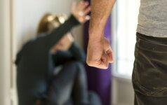 Užpuolikas Šiauliuose trenkė merginai ir norėjo apiplėšti, bet ši apsigynė