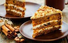 Burnoje tirpstantis morkų pyragas