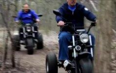 Kanadoje žmonėms su negalia pristatyti visureigiams nenusileidžiantys vežimėliai