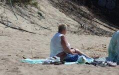 Pliaže – nuogų moterų ir pareigūnų susidūrimas: teko imtis grasinimų