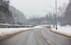 Lietuvoje eismo sąlygas sunkina snygis ir plikledis