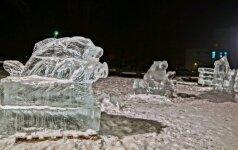 Raseiniai pasipuošė reto grožio ledo skulptūromis: jos žėri it krištolas