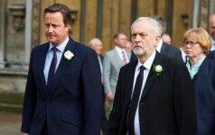 Daugiau kaip pusė JK šešėlinių ministrų pasitraukė, kilus krizei dėl leiboristų lyderio