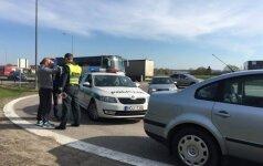 """Policija """"šukuoja"""" Tarandės rajoną: vyksta įnirtingos bėglio paieškos"""