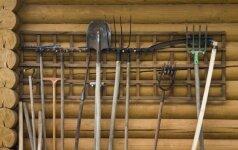 Kur ir kaip laikyti sodo įrankius: sumanių sodininkų patarimai