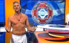 55 metų futbolo legenda išlaikė duotą žodį: televizijos eteryje pasirodė be kelnių