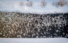 Apšerkšnijęs Vilnius stebina savo grožiu: įstabūs šalčio portretai