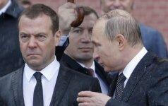 Internautus pralinksmino iškalbingos Rusijos lyderių nuotraukos
