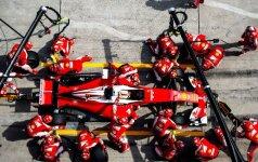 Ferrari automobilis sustojimo metu