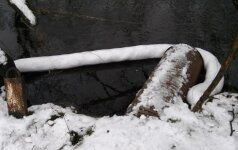Upėje pastebėjus naftos produktus prasidėjo teršėjo paieškos