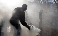 Kijeve šimtai ultranacionalistų protestuoja prieš prekybą su separatistų teritorijomis