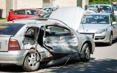 """Lentvaryje ugniagesiai gaisro nepasiekė – pakeliui sumaitojo """"Opel"""""""