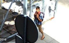Kameros užfiksavo keistą vyro elgesį: po jo pritūpimo dingo nemažai ausinių