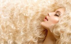 12 puikių naminių kaukių nuo plaukų slinkimo: paprasta susigrąžinti savo garbanas