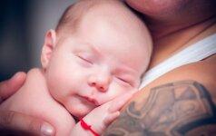 VIDEO: neįtikėtinas tėčio būdas, kaip užmigdyti vaiką
