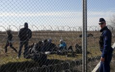 Vengrija pradeda stiprinti užtvarą nuo migrantų Serbijos pasienyje