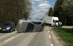 """Sunkvežimio vairuotojas nepastebėjo jį lenkiančio """"Peugeot 607"""""""