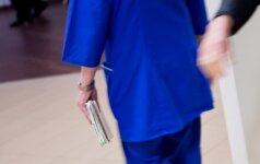 Vyro netekusi alytiškė medikų kaltės dar neišsiaiškino, bet privertė juos mokytis etikos