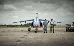 Neįtikėtinas įžūlumas: generolas mokomuoju naikintuvu skraidė į savo vasarnamį