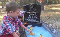 5 dienas gyvenusio mažylio kapą pavertė smėlio dėže