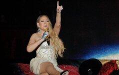 Siaubinga Mariah Carey gėda: aukštyn pakilęs sijonukas atidengė kelnaites