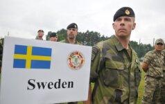 Švedija grąžins privalomąją karo tarnybą: šauks ir merginas