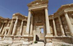 """""""Islamo valstybės"""" džihadistai sugriovė dalį senovinio Palmyros amfiteatro"""